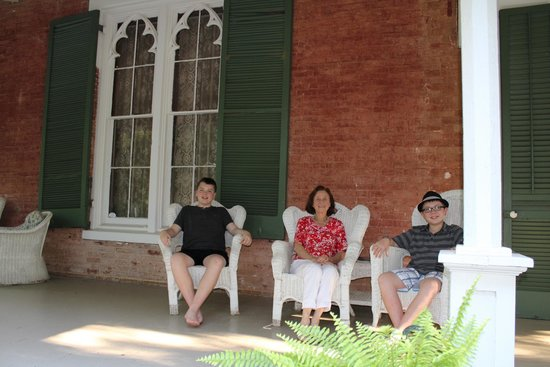 Glenfield Plantation Bed and Breakfast: Boys with the hostess of Glenfield Plantation