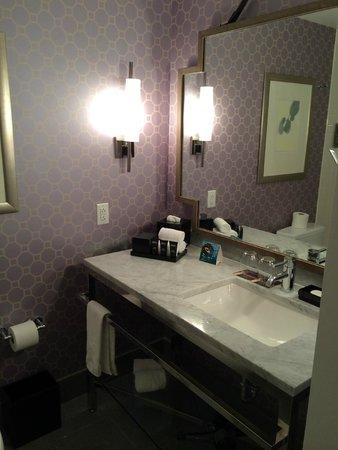 Hotel Palomar Philadelphia - a Kimpton Hotel: bathroom