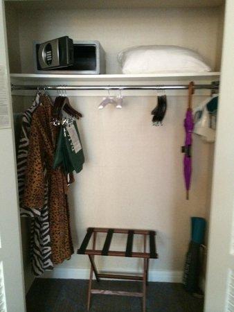 Kimpton Hotel Palomar Philadelphia: closet