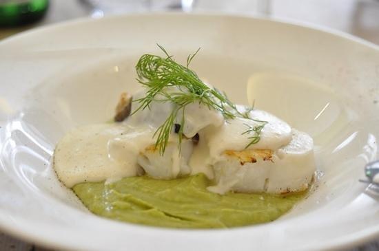 La Azotea Gran Poder: cod, chickpea and basil puree, and almond sauce