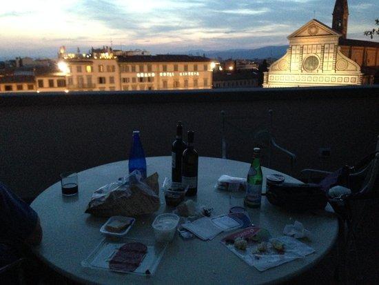 Santa Maria Novella Hotel: Make shift dinner on the terrace