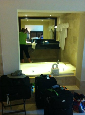 Memories Splash Punta Cana : Pic taken from bed, looking into sink area and whirlpool tub.