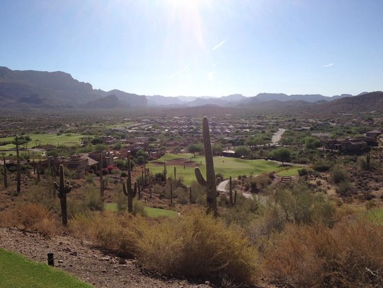 Gold Canyon Golf Resort: The Golf course has LOTS of elevation changes!