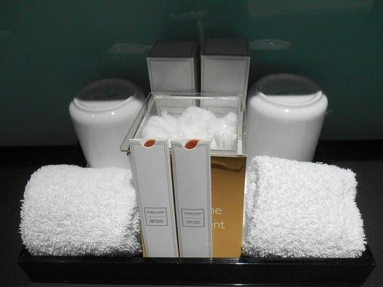 Radisson Blu Edwardian New Providence Wharf Hotel: Bathroom kit