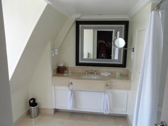 The Westin Paris - Vendôme : Bathroom (very roomy)