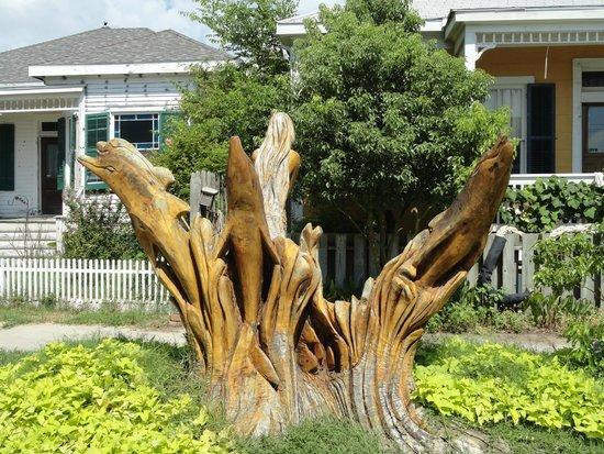 Galveston Historic Tour: Tree stump carving of a wave.