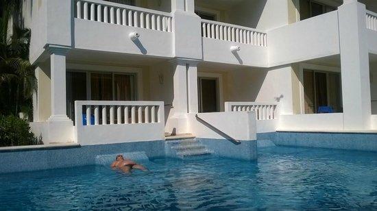 Grand Sunset Princess All Suites Resort : Área de piscina