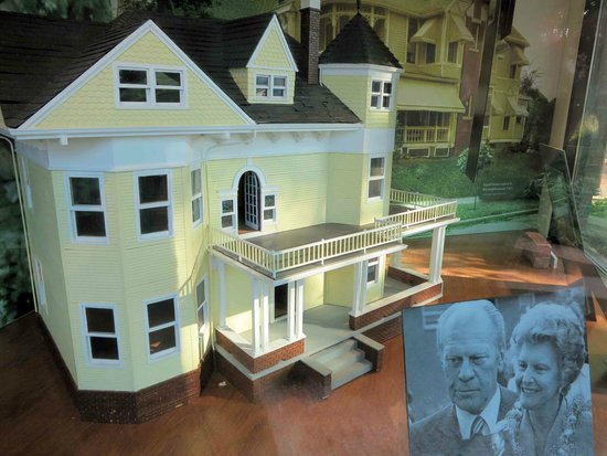 Small Model Of The House Gerald Ford Was Born In Picture Of - Ford omaha