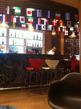 Ibis Paulista: El Bar funciona toda la noche y los precios son muy accesibles