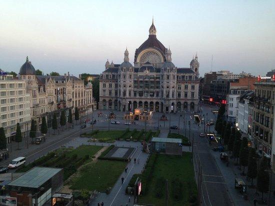 Radisson Blu Astrid Hotel, Antwerp : Central Station across the park
