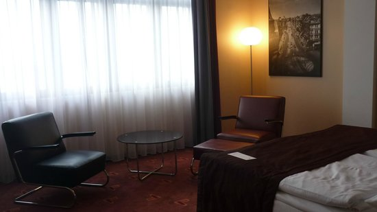 AZIMUT Hotel Cologne : view of part of the room