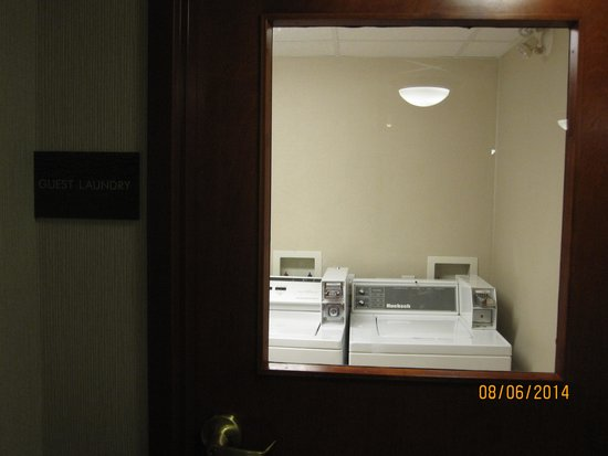 Comfort Inn & Suites South: Guest Laundry