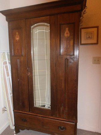 The Groveland Hotel: Wardrobe, beautiful woodworking