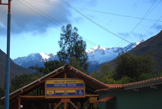 PeruRail - Vistadome: A visão da montanha ao fundo.