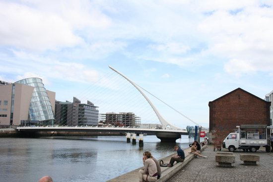 Samuel Beckett Bridge : See the pivot below?