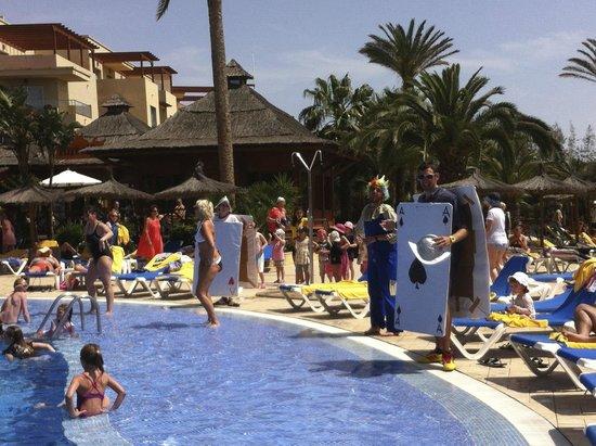 Hotel Elba Carlota : Piscina con animazione