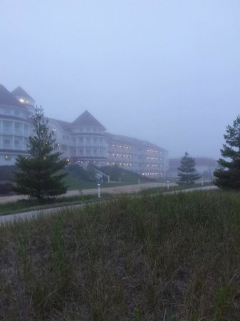 Blue Harbor Resort : 8 pm, resort in Fog