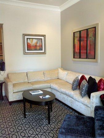 Inn on Fifth : Relaxing Living room