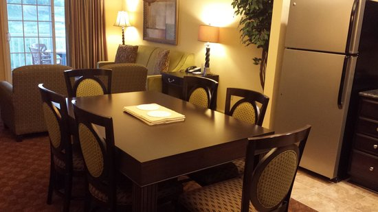 The Colonies at Williamsburg Resort : Dinette and Living Room door to balcony