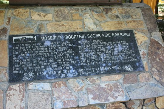 Yosemite Mountain Sugar Pine Railroad : At the Station
