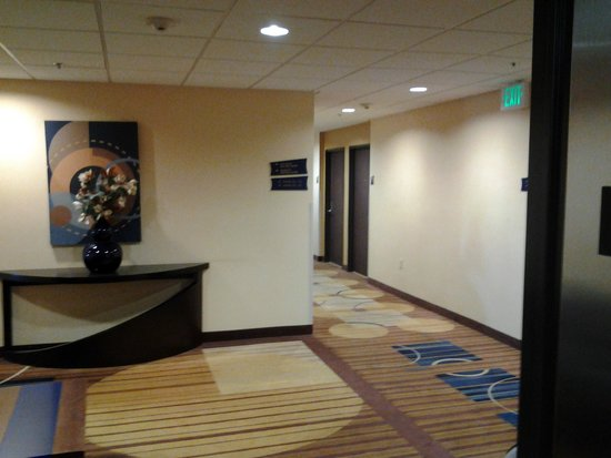 Baymont Inn & Suites Las Vegas South Strip : Hallway looks better in the picture