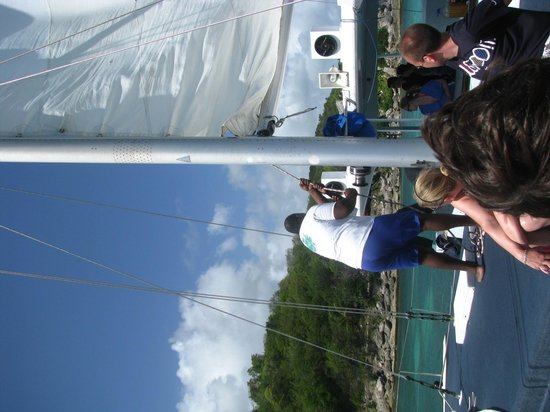 Treasure Island Cruises - Day Tours: Crewmembers adjusting the sail
