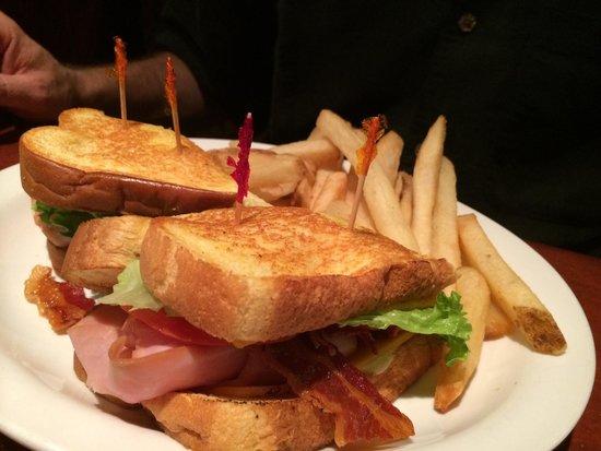 Cheddar's Scratch Kitchen: Club on grilled potato bread