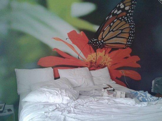 Penguin Hotel: Habitacion con cama de dos plazas y cama de plaza y media