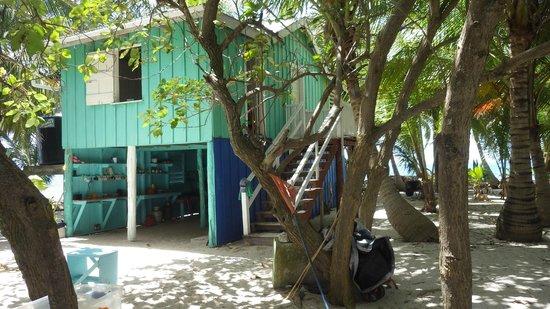 Pumpkin Caye: The fishermen/caretaker's house