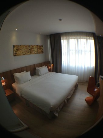 Ipoh French Hotel : Huge King size bed