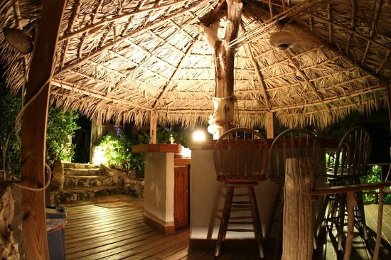 Pigeon Cay Beach Club: The bar
