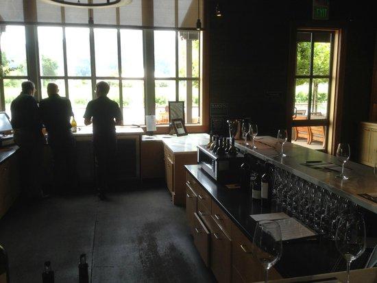 Alpha Omega Winery: The tasting room