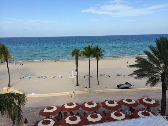 Hollywood Beach Marriott: Beach view from the balcony