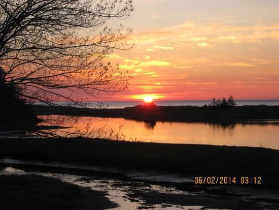 Cabot Shores Wilderness Resort: Sunrise from deck of Red Yurt