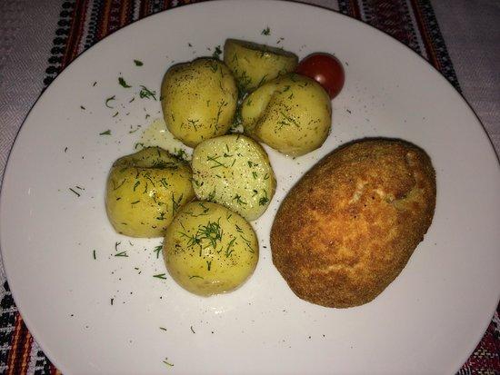 Shynok: Котлетка по Киевски и молодой картофель с укропом.