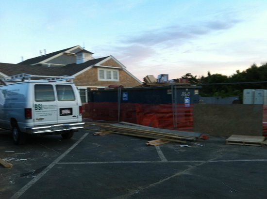 Bluegreen Vacations The Soundings, Ascend Resort Collection: Construction containers in front parking lot