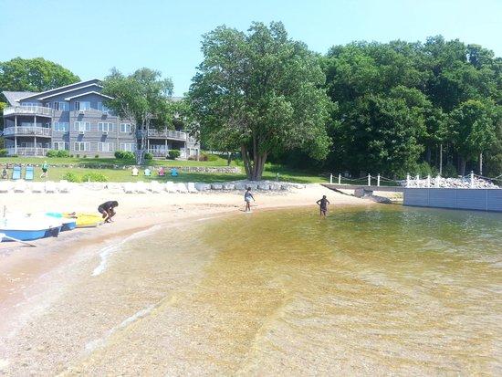 Bay Shore Inn: Beach
