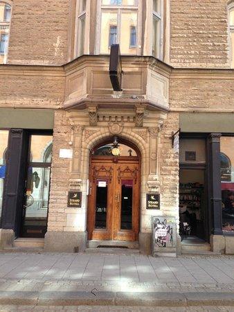 Strand Hotell : Entrance to Strand Hotel