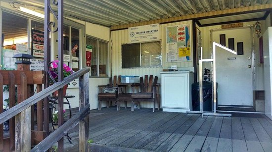 Pomo RV Park & Campground: Front office is quaint