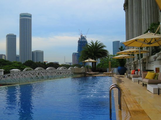 The Fullerton Hotel Singapore: View from pool at Fullerton