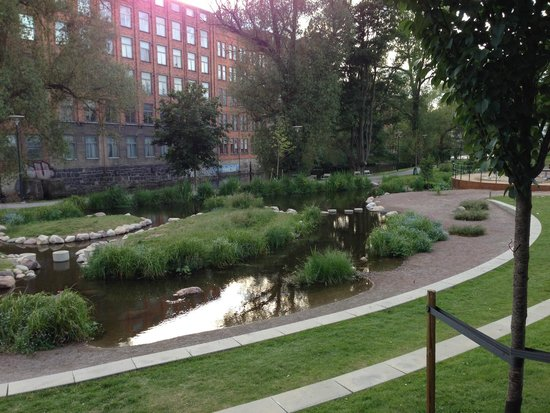 Strand Hotell: Small park next to hotel along the river, stream is fed by system to divert the river along the