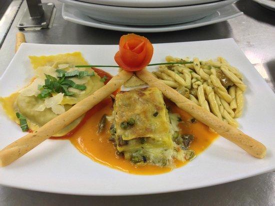 Ochsen: tris di ravioli agli spinaci lasagna di verdure e strozzapreti ai porcini