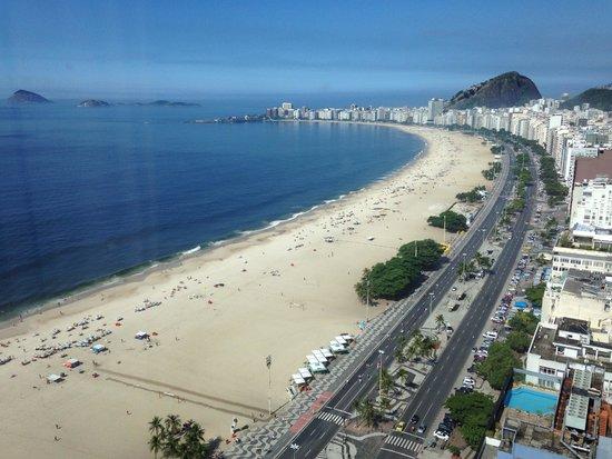 Hilton Rio de Janeiro Copacabana: View of Copacabana beach from the room