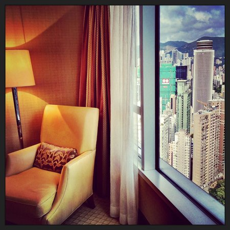 Conrad Hong Kong: Sitting area and view from the room
