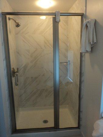 The Boxer Boston : Lovely shower stall