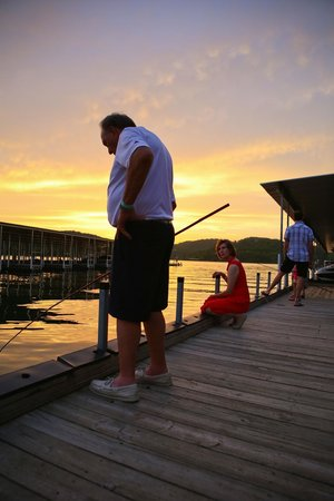 Still Waters Resort: Fishing on the dock