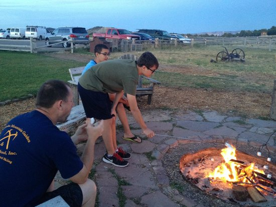 Zion Mountain Ranch: Nightly Campfire