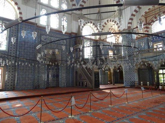 Rustem Pasha Mosque: Mesquita de Rüstem Paşa - Interior