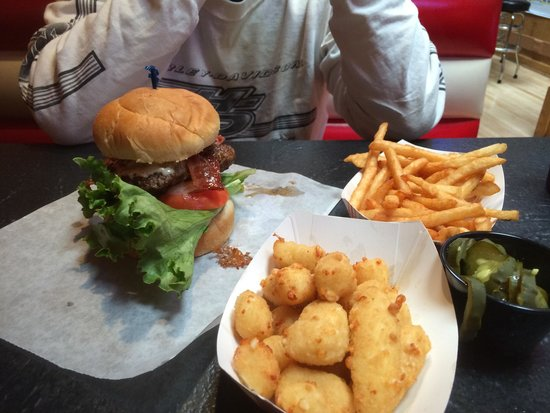 Monk's Bar & Grill: Burger, cheese curds and fries
