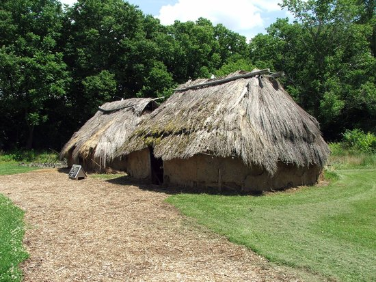 SunWatch Indian Village/Archaeological Park: VILLAGE HOUSES